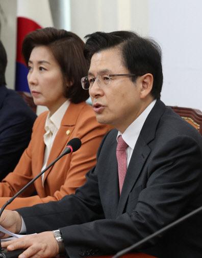 한국당, 세월호 막말 거듭 사과…진화에는 역부족